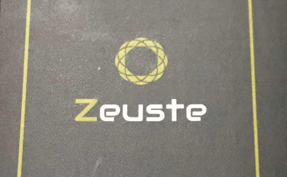 Zeuste社製lightningケーブルが故障。保証期間で交換してもらう