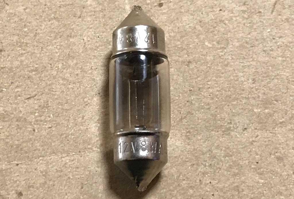 故障した31mmのハロゲンルームランプ